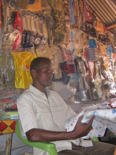 images/issue2/clothes shop dadaab.jpg