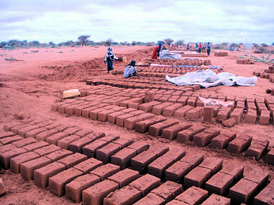 images/issue2/construction site dadaab.jpg
